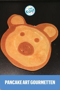 Superleuk voor kinderen om te doen tijdens het gourmetten: figuurtjes maken van pannenkoek beslag op de gourmetplaat, oftewel: pancakeart. Dit en nog meer gourmettips met kids lees je in mijn blog. Pancake Art, Hamburgers, Marshmallow, Pancakes, Om, Wraps, Cookies, Breakfast, Desserts