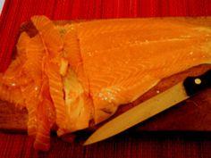 Kremowe risotto z łososiem, oliwkami, czosnkiem i kaparami.