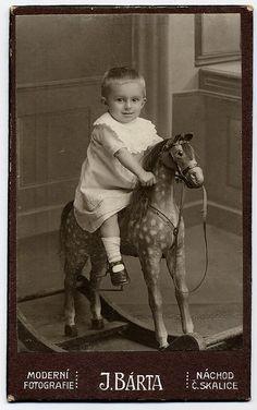 7075f674a56f 63 meilleures images du tableau enfants à cheval   Old pictures ...