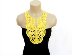 Crochet Necklace Crochet Collar Yellow FREE by HAREMDESIGN on Etsy, Crochet Woman, Diy Crochet, Crochet Top, Crochet Collar, Lace Collar, Crochet Stitches, Crochet Patterns, Blouse And Skirt, Classic Outfits