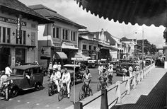 Jalan Asia Afrika, Foto: Tropenmuseum of the Royal Tropical Institute (KIT) Utrecht, Rotterdam, Old Pictures, Old Photos, Bandung City, Java, Dutch East Indies, History Photos, Yogyakarta
