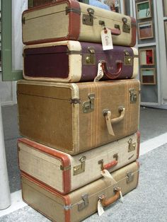 Vintage suitcases are great to collect and use in your home decor. These old suitcases bring a sense of nostalgia and adventure as you wonder where they have traveled. They have charm and style and are a wonderful way to create a unique look. College Packing, Packing For A Cruise, Packing Tips, College Essentials, Vintage Suitcases, Vintage Luggage, Vintage Travel Posters, Old Trunks, Vintage Trunks