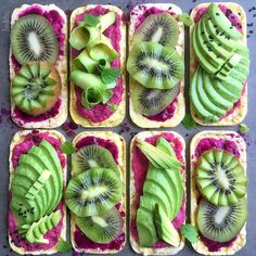 Corn cake: 4 savories with avocado and beetroot hummus; and 4 sweet with a dragonfruit powder, lemon juice glaze, and kiwis ● Food art by Foodbites