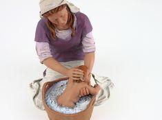 Escenografías para el Belén: La hora del baño Christmas Carol, Panama Hat, Cowboy Hats, Angels, Virgo, Drawing Poses, Xmas, Manualidades, Birth