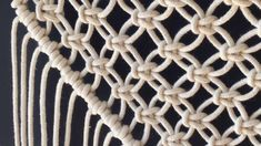 Start your own macrame DIY with these easy macrame knots! Start your own macrame DIY with these easy macrame knots! Macrame Wall Hanging Patterns, Macrame Patterns, Hanging Tapestry, Fabric Patterns, How To Do Macrame, Half Hitch Knot, Macrame Tutorial, Macrame Projects, Life Hacks