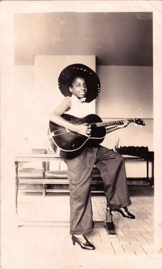 vintage-musicians:   what kind of 4 string guitar is this?