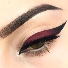 Red ombré eyeliner