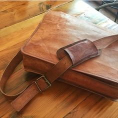 Best Leather Messenger Bags for Mens. Perfect vintage laptop leather fashion bags.