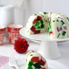 Jello Christmas Cake food recipes christmas christmas recipes christmas ideas christmas food christmas party favors christmas desserts ideas for christmas healthy christmas food Christmas Sweets, Christmas Cooking, Noel Christmas, Christmas Goodies, Christmas Pudding, Christmas Wreath Cookies, Xmas Food, Christmas Candy, Christmas Christmas