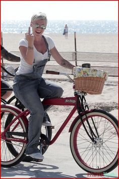 P!NK.... LOVE HER IN OVERALL'S