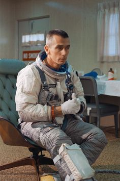 "humanoidhistory: ""Gemini 9 astronaut Gene Cernan suits up for a launch test, May (NASA) "" Nasa Missions, Apollo Missions, Astronauts In Space, Nasa Astronauts, Eugene Cernan, Project Gemini, Project Mercury, Nasa History, Space Race"