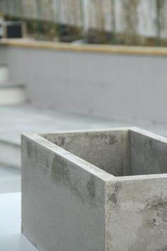 Betong er i vinden som aldri før, så hva med å lage en blomsterkasse i betong? Det nylanserte produktet Weber Hobbybetong passer perfekt til denne type hobby...