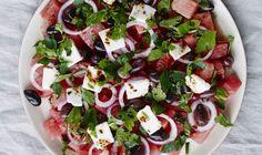 En virkelig lækker salat på en solrig dag, hvor du har brug for let mad og et godt alternativ til den klassiske salat med tomat og mozzarella.