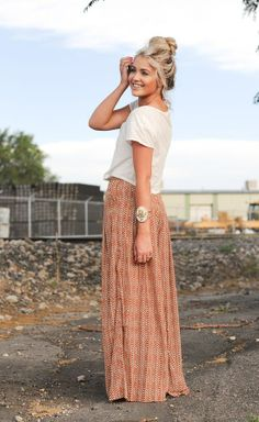 Perfect summer maxi skirt paired with a white top <3 Super cute and casual. Looks effortless!