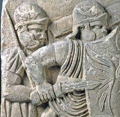 Basa de columna con dos soldados en formación de batalla (Direktion Landesmuseum Mainz/ U. Rudischer)Roma