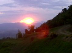 Sol ocultándose sobre un Valle espectacular!!