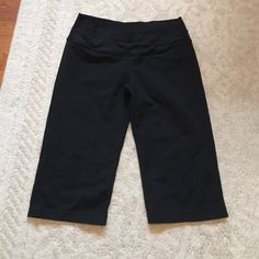 Lululemon Astro crops Good used condition normal wear and tear but no rips or stains. No trades! lululemon athletica Pants Capris