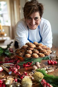 The Greek Christmas cookies Melomakarona are crunchy outside, juicy from honey inside and filled with crunched walnuts. Turkish Recipes, Greek Recipes, Italian Recipes, Greek Christmas, Christmas Baking, Christmas Recipes, Melomakarona Recipe, Traditional Christmas Cookies, Vegetarian Recipes