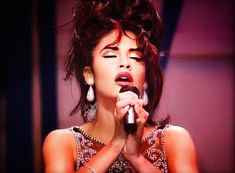 Selena Quintanilla Perez, Selena Gomez, Selena Costume, Lake Jackson, Her Smile, Role Models, Ariana Grande, Beyonce, Idol