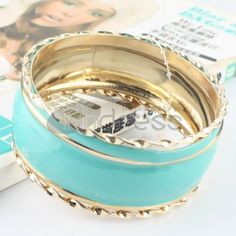 http://www.thdress.com/The-blue-four-laps-alloy-bracelet-p13589.html