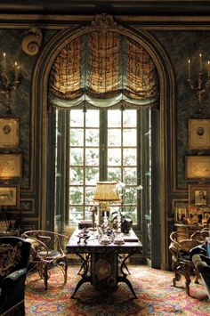 The sitting room of Comtesse Isabelle d'Ornano, Paris. Interior design by Henri Samuel.