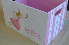 Decorar cajas de madera para niños es una gran idea para que tus hijos tengan sus juguetes, muñecos y otros objetos en orden en su cuarto.