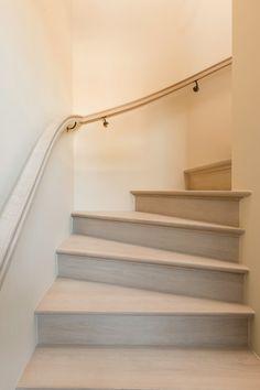 Modèle 310 Classique avec nez fraisé donne un style campagnard à votre escalier