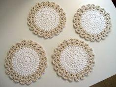 Crochet coaster - free pattern Sew Many Happies: Crochet Coasters Crochet Home, Crochet Gifts, Easy Crochet, Free Crochet, Knit Crochet, Crochet Kitchen, Crochet Placemats, Crochet Dishcloths, Diy Crafts Dreamcatcher