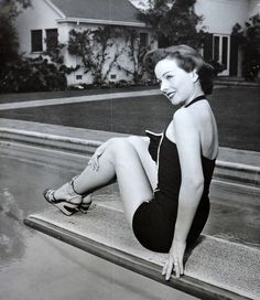 "Jeanne Crain in a publicity shot for ""People Will Talk"" 1 688 пикс Jean Peters, Jeanne Crain, Vintage Bathing Suits, Marilyn Monroe Photos, People Talk, Celebs, Celebrities, Timeless Classic, Vintage Beauty"