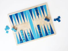 Make a Simple Backgammon Game for Summer Nights (Handmade Charlotte) Easy Diy Crafts, Creative Crafts, Diy Craft Projects, Craft Tutorials, Creative Kids, Project Ideas, Craft Ideas, Backgammon Game, Diy Inspiration