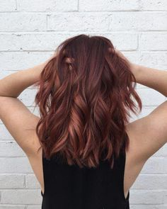 25 Prettiest Hair Highlights for Brown, Red & Blonde Hair in 2019 Auburn red highlights on medium length hair - Farbige Haare Red Blonde Hair, Ombre Hair, Auburn Red Hair, Red Balayage Hair, Brown Blonde, Medium Auburn Hair Color, Red Balyage, Auburn Balayage, Medium Hair Styles