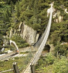 Suspension bridge to Gelmerbahn Places To Travel, Places To Visit, Rope Bridge, Dangerous Roads, Bridge Design, Walking Paths, Suspension Bridge, Covered Bridges, Walkway