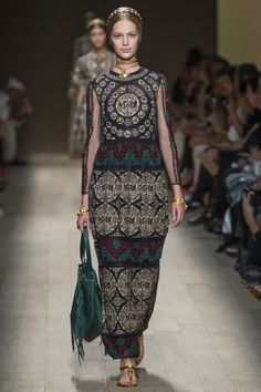 #moda #fashion Photos and reviews of the Valentino Spring Summer 2014 Ready-To-Wear collection #Valentino