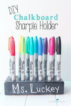 She's {kinda} Crafty: DIY Chalkboard Sharpie Holder