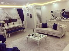 Lacivert vurgusu ile asil ve şık. Fancy Living Rooms, Cute Living Room, Living Room Decor, Drawing Room Furniture, Home Addition Plans, Home Decor Styles, Room Inspiration, Furniture Decor, House Design
