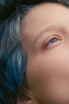 Lea Seydoux in Blue is the Warmest Colour Lea Seydoux Adele, Blue Is The Warmest Colour, Everything Is Blue, Lgbt, La Rive, Queen Hair, Charlie Chaplin, Figure It Out, Warm Colors