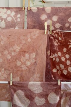 Botanical Sun Printing On Linens (Homesong) Fabric Painting, Fabric Art, Embroidery Fabric, Natural Dye Fabric, Natural Dyeing, Fabric Dyeing Techniques, Sun Prints, Do It Yourself Baby, Shibori