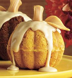 Recipe for Fancy Mini Pumpkin Cakes - Delicious pumpkin flavor and pumpkin pie spices make this treat a yummy way to celebrate the season!