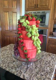 For my birthday this year I want this watermelon cake Fruit Cake Watermelon, Fresh Fruit Cake, Cake Made Of Fruit, Watermelon Ideas, Fruit Cakes, Fruit Salad, Creative Cakes, Creative Food, Restaurant Fast Food