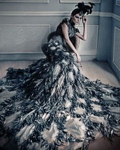 I love the look of this #peacock inspired pattern and dress. All these #feathers just make me swoon.