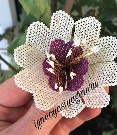 Bargello, Crochet Flowers, Kara, Burlap Wreath, Headpiece, Free Pattern, Wreaths, Plants, Instagram