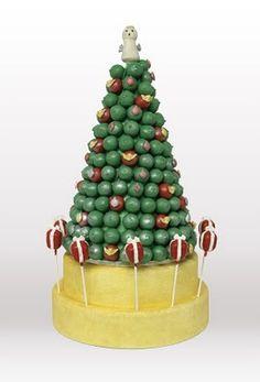 Christmas wedding tree made of cake balls Christmas Wedding Cakes, Christmas Tree Cake, Christmas Baking, Christmas Cookies, Christmas Biscuits, Christmas Recipes, Christmas Time, Christmas Decor, Christmas Ideas