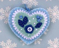 Feltro ornamento del cuore. Blu e bianco cuore home decor, decorazione, regalo di San Valentino, ornamento di San Valentino.
