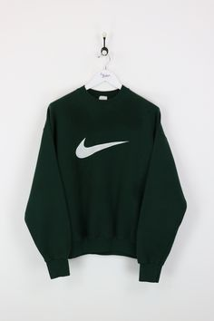 Nike Sweatshirt Green Medium Vendor NikeType Sweatshirts HoodsPrice Source by janetmcnamarasn outfit school Teen Girl Fashion, Tomboy Fashion, Hijab Fashion, Cute Lazy Outfits, Cool Outfits, Vintage Nike Sweatshirt, Nike Sweatshirts, Adidas, Sweater Hoodie