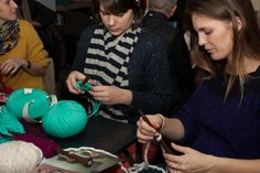 Johnny Be Good - Knitting Party - Décembre 2012 Johnny Be Good, Johnny Was, Good Things, Knitting, Party, People, Tricot, Breien, Parties