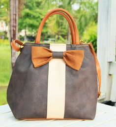 Small Leather Tote Bag with Ribbon - so freakin cute!!