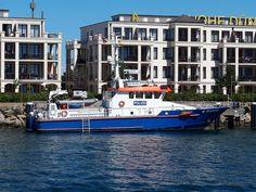 Police boat FPB 25 in Rostock, Germany German Police, Police Uniforms, Water Crafts, Resort Spa, Cruise, Germany, Ships, Boat, Urban