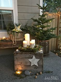Christmas porch, christmas home decor baskets, veranda, pallet projects, home Christmas Garden Decorations, Christmas Porch, Country Christmas, Christmas Photos, Winter Christmas, Christmas 2019, Christmas Crafts, Holiday Decor, Primitive Christmas Decorating