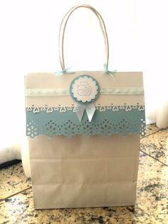 Gift pack - Bag. Sacola personalizada para presente de bebê (menino). Usei furadores Martha Stewart, Stampin Up e apex, além de fitas e carimbo.
