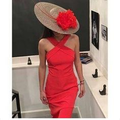 So pretty and classy too:) Burgundy Outfit, Classic Hats, Ascot Hats, Kentucky Derby Hats, Hats For Women, Ladies Hats, Dream Dress, Lady In Red, Dress Up